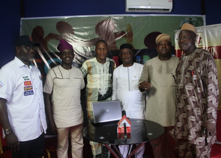From Left to Right, Oyo State Commissioner of Information, Hon Toye Arulogun; the Publicity Secretary of Social Democratic Party (SDP), Mr Akeem Azeez; Anchor of the Media Chat, Mr Cletus Ilobanafor; the Executive Assistant to the Governor on Political Matters, Dr Morounkola Thomas; the Administrative Secretary in charge of Peoples Democratic Party (PDP) in Oyo State, Hon Alarape Asimiyu; Oyo State General Secretary of Accord Party, Dr Nureni Adeniran