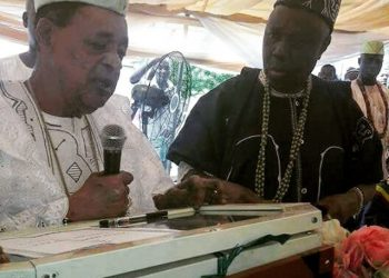 Alaafin of Oyo and Professor Wande Abimbola at the institute's graduation ceremony