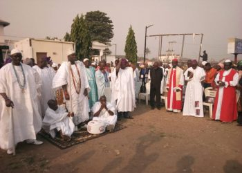 Ooni of Ife Oba Adeyeye Eniitan Ogunwusi and some clergy men during the new year prayer for Yorubaland
