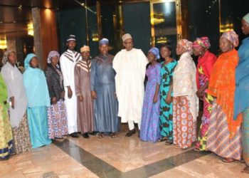 Presiden Buhari with all the abductees , hat were freed recetly, phooto  credit NAN