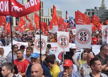 Russian Communist party supporters along with activists of the country's left-wing movements rally against the government's proposed reform hiking the pension age in Moscow on July 28, 2018. / AFP PHOTO / Vasily MAXIMOVVASILY MAXIMOV/AFP/Getty Images