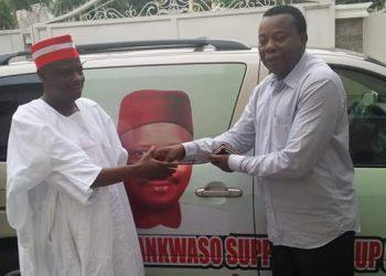 Engr. Markson Farason Onwukwe presenting the campaign bus Key to Senator Rabiu Kwakwanso in Abuja