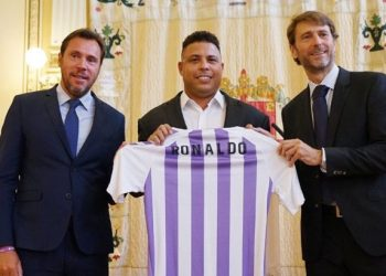 Ronaldo, middle, with Real Valladolid chiefs today