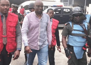 Fayose arriving court with EFCC  officials