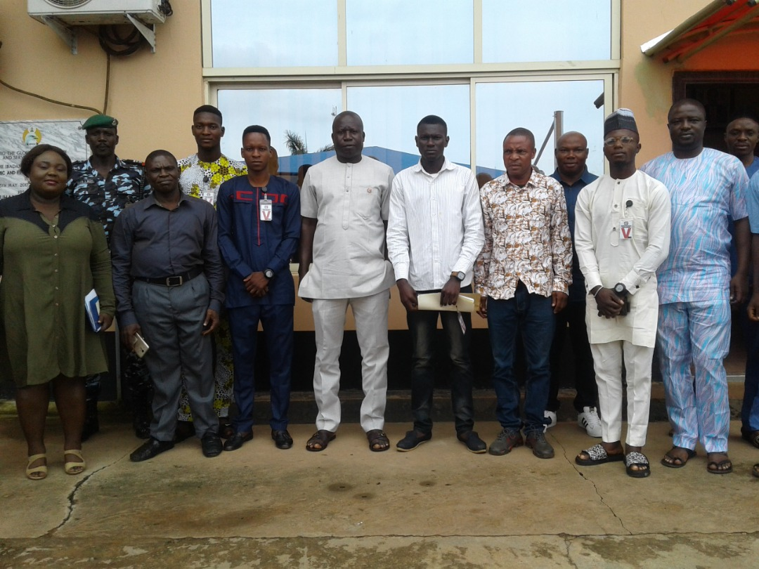 Representatives of  National Association of Nigerian Students (NANS) oint Campus Committee, Oyo State Chapter With EFCC Zonal Head Mr Friday Ebelo and others  in a group photograph at EFCC office in Ibadan
