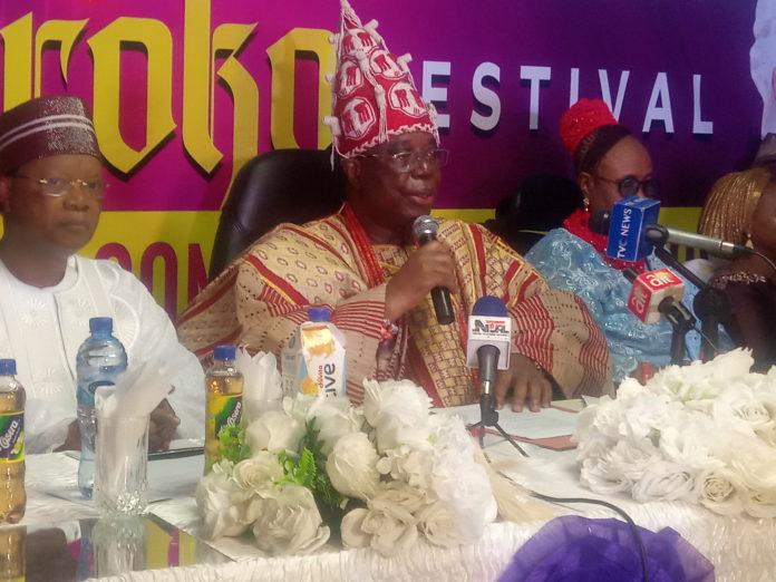 L-R The Chairman of the event Prince Julius Adelusi-Adeluyi, beside him is Ewi of Ado-Ekiti Oba Adeyemo Adejugbe Aladesanmi III, and his wife her Royal Majesty Olori Bosede Adejugbe Aladesanmi III