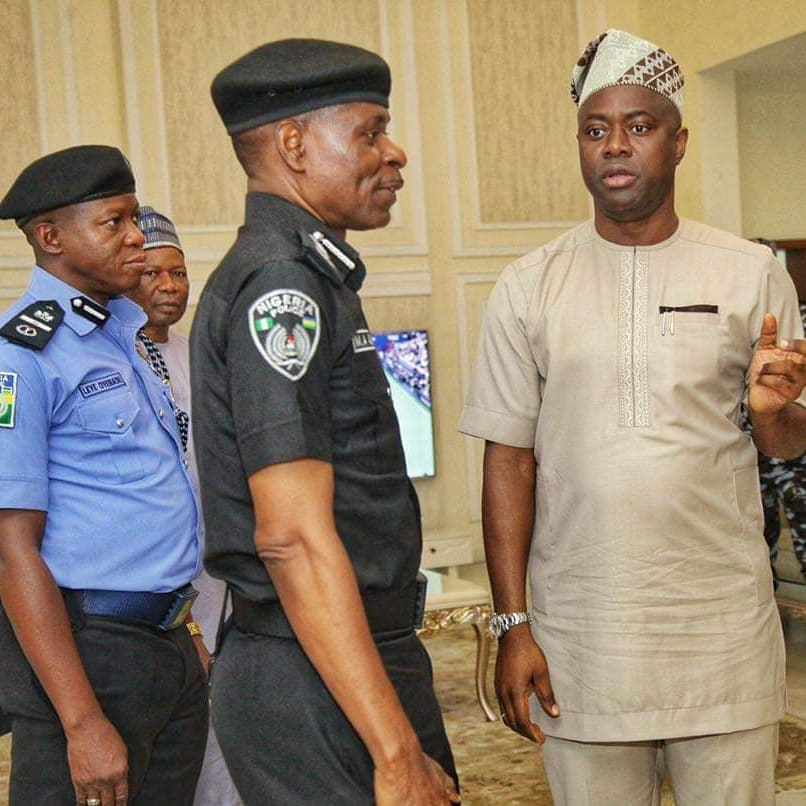 Oyo State Governor, Enghineer Oluseyi Makinde  discussing with the IGP Adamu Mohamed While AIG Leye Oyebade  watches