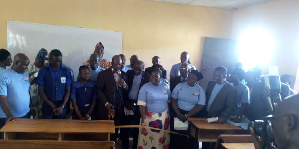 ogbomoso baptists High School old students donate furniture