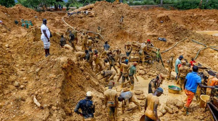 o fewer than 3,000 critical stakeholders in the mining sector