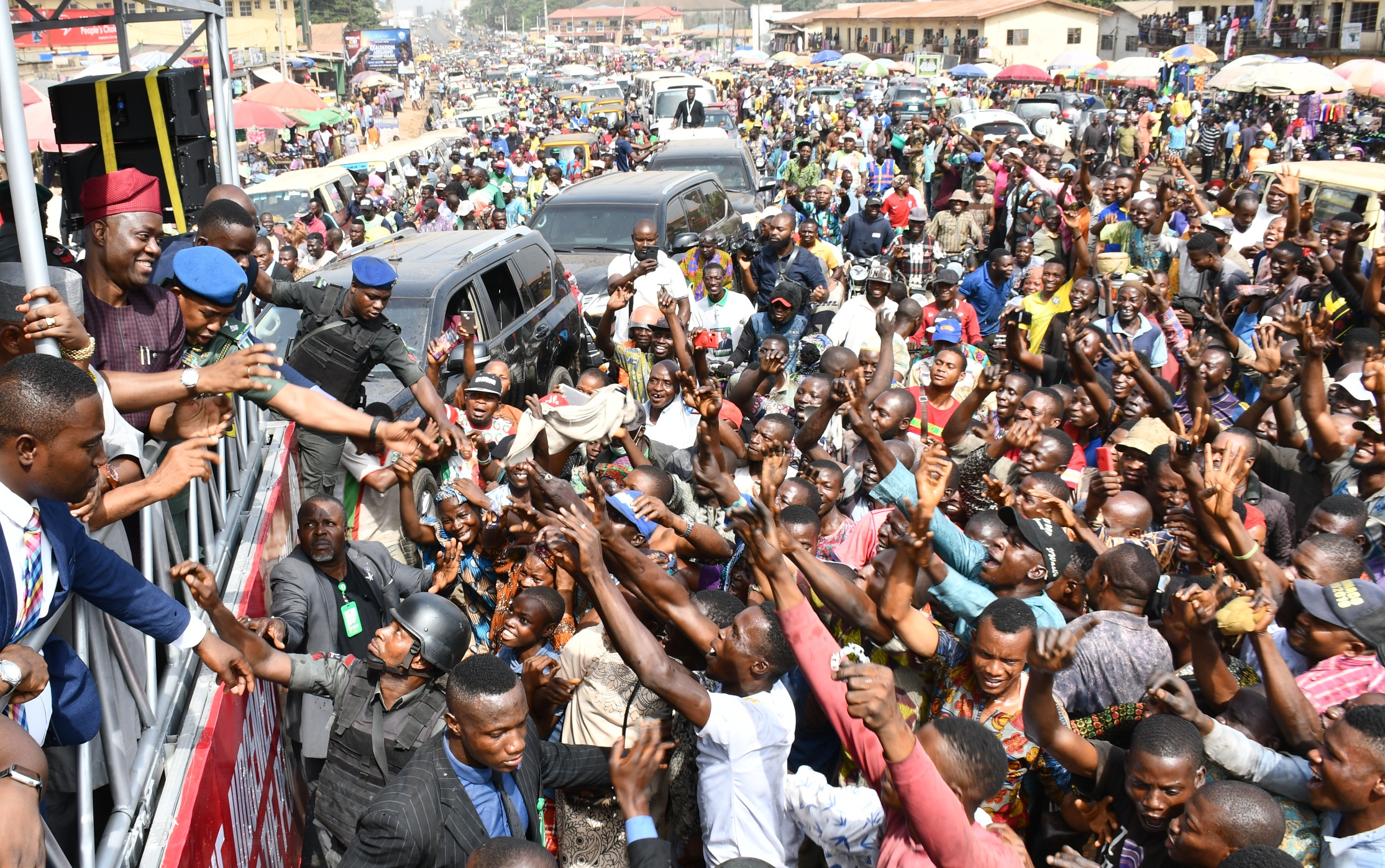 Oyo State Governor, Engr Seyi Makinde (left) acknowledging cheers  from mammoth crowd of supporters in Ibadan, Oyo State capital during a thank you rally over his victory at supreme Court. PHOTO: Oyo State Government.