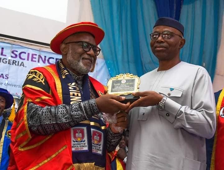 Governor  Akeredolu  presenting award  his predecessor Governor Mimiko