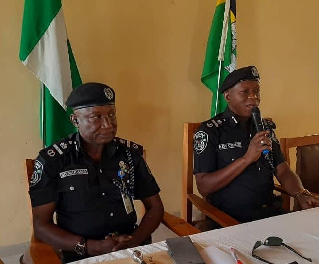 AIGLeye Oyebadan briefing his successor, AIG Bashir Makama the new head of zone 11 osogbo