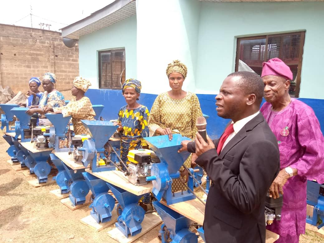 Deputy Director, Social Welfare in the ministry, Mr Taiwo Ibilade presenting gift items to beneficiaries