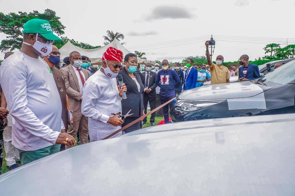 Oyetola presents Suvs to judges in Osun