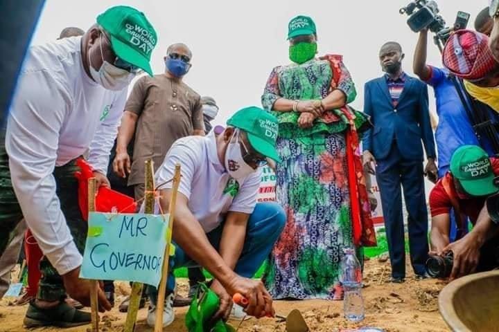 Governor Oyetola planting a tree