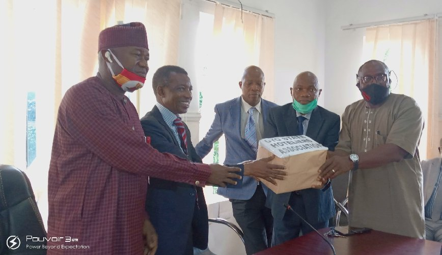 President Hoteliers Association of  Nigeria, Oyo state Chapter, Otunba Ayo Ogundele presenting the nose masks to comissioner for Health, Dr, Bashir Bello supported by Hon Akeem Ademola Ige, Special Adviser to Gov Makinde on Tourism