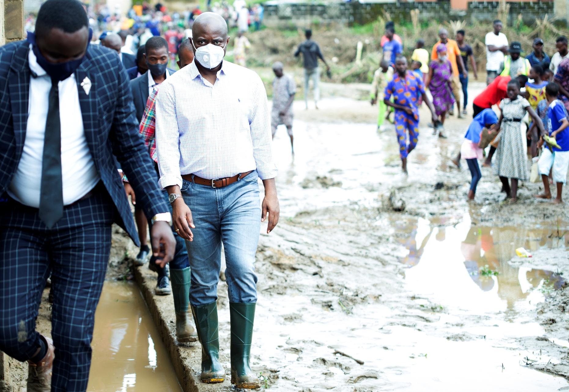 Makinde visit flood area in Ibadan