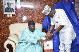 Hon Ige presenting Souvenirs to  thr Okere of Saki Oba Khalid Olabisi