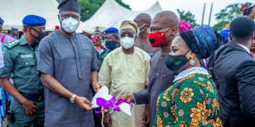 Makinde hands over fruit juice in Oyo to investor