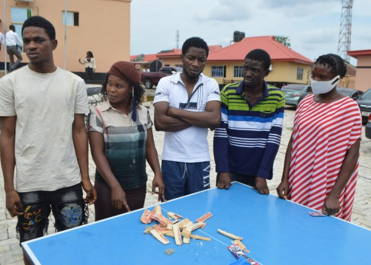 EFCC Nabs Two Ladies for Attempting to Smuggle Hard Drugs to Detainees