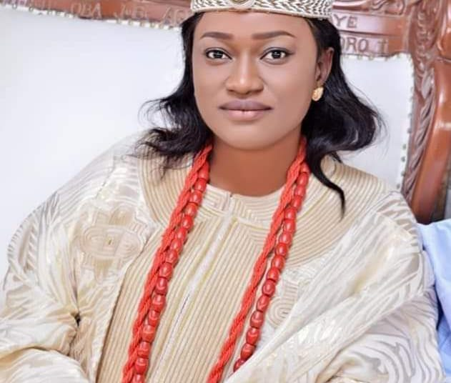 "Regent Taiwo Oyebola Agbona Bags ""Golden Fame of 21st Century Award"